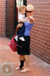 Kendra Wilkinson with son Hank Baskett jr