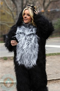 Pregnant Jane Krakowski dresses as a dog while filming 30 Rock