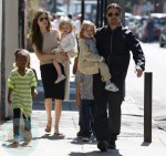 Brad Pit and Angelina Jolie with Knox, Vivienne and Zahara