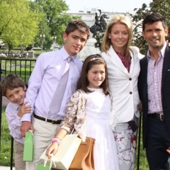 Mark Consuelos and Kelly Ripa Celebrate Easter At The White House!