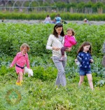 Jennifer Garner on the farm with daughters Violet and Seraphina