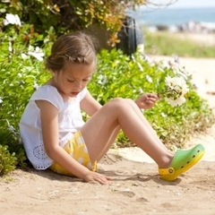 Crocs Set to Introduce Kids' Color-Changing Shoes ~ Crocs Chameleons