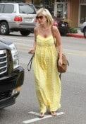 A pregnant Tori Spelling shopping in LA