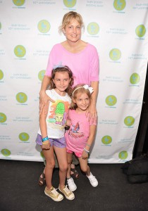 Actress Ali Wentworth and daughters Elliott Stephanopoulos and Hooper Stephanopoulos