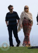 A pregnant Kate Hudson with Boyfriend Matt Bellamy