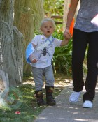 Zuma Rossdale with a cast
