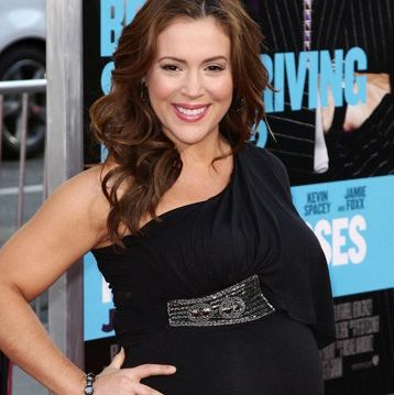 An Expectant Alyssa Milano Attends Horrible Bosses Premiere
