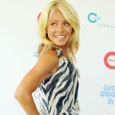 Kelly Ripa Co-Hosts Super Saturday to Benefit Ovarian Cancer