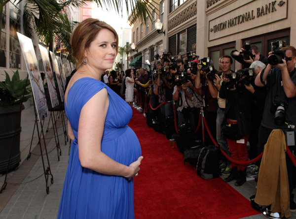 """A pregnant Jenna Fischer at Premiere of """"A Little Help ..."""