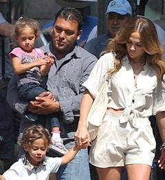 Jennifer Lopez Gets An On Set Visit!