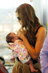 Denise Richards feeding Eloise at the Airport