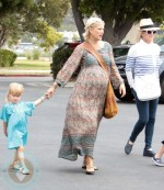 A pregnant Tori Spelling and daughter Stella