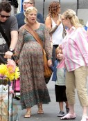 A pregnant Tori Spelling with son Liam and mother Candy