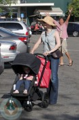 Amy Adams with her daughter Aviana