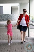 Pregnant Jennifer Garner with daughter Violet