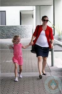 Pregnant Jennifer Garner with daughter Violet