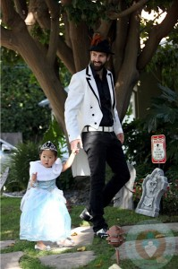 Naleigh Kelley dressed as a Princess with dad Josh