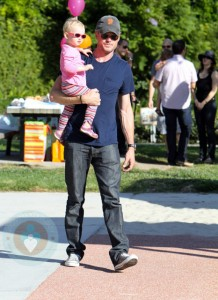 Eric Dane with his daughter Billie At the park