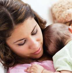 Study: Baby Sleeps Best on Mom's Chest