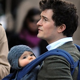 Orlando Bloom is A Baby Wearing Daddy!