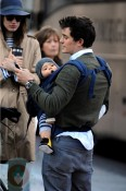 Orlando Bloom toting Flynn in NYC