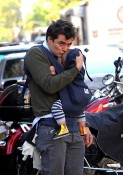 Orlando Bloom toting Flynn in NYC