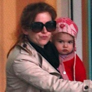 Isla Fisher Picks Elula Up At The Gym!