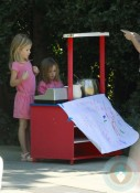 Seraphina & Violet Affleck Sells Lemonade