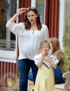 Pregnant Jennifer Garner with daughter Violet in LA