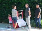 Ben Affleck assists his girls at their lemonade stand