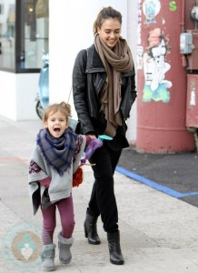 Jessica Alba and Honor Warren Christmas Shopping
