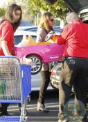 Jessica Alba out shopping at ToysRUS 4