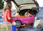 Jessica Alba out shopping at ToysRUS 5