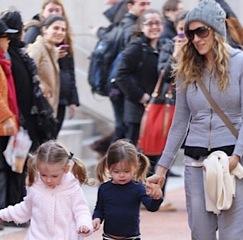Sarah Jessica Parker and Her Girls Play in The City!