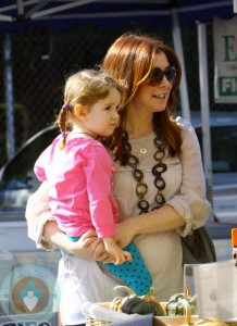 Alyson Hannigan with daughter Satyana @ the market