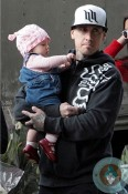 Carey Hart with daughter WIllow at the beach