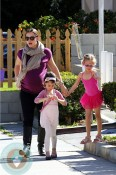 Pregnant Jennifer Garner with daughter Violet at Ballet class