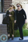 Pregnant Jessica Simpson makes a pitt stop in LA