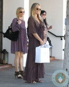 Pregnant Molly Sims Shops in LA