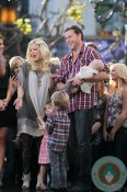 Tori Spelling and Dean McDermott film a segment for Xtra @ the Grove