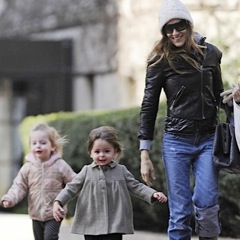 Sarah Jessica Parker Picks Her Girls Up From School