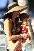 Bethenny Frankel and daughter Brynn relax poolside