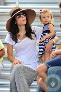 Bethenny Frankel & daughter Brynn at the zoo in Florida