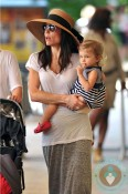 Bethenny-Frankel-&-daughter-Brynn-in-Miami