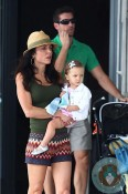 Bethenny Frankel with husband Jason Hoppy & daughter Brynn