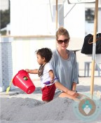 Doutzen Kroes & son Phyllon @ the beach in Miami