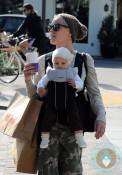 Pink and daughter Willow shopping in La