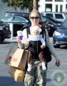 Pink & daughter Willow shopping in La