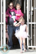 Pregnant Jennifer Garner at ballet with daughters Violet&Seraphina