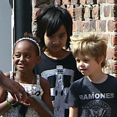 Maddox, Zahara and Shiloh Walk The Dog In New Orleans